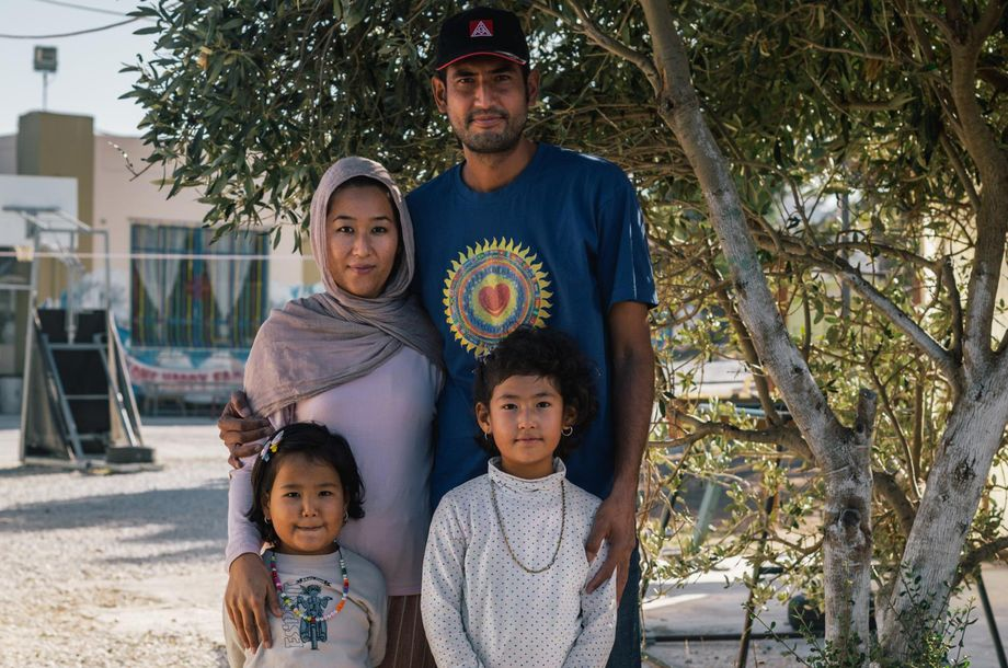 Fatima und Hassan A. mit ihren beiden Töchtern Elaha (l.) und Raihana