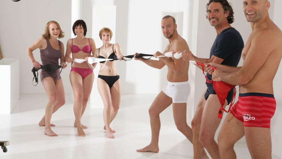 Comazo-Mitarbeiter beim Shooting: Können Sie mal eben in Unterhosen vorbeikommen?