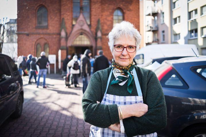 """Tafel-Chefin Walther in Frankfurt am Main: """"Viele unserer Helfer sind Ausländer"""""""