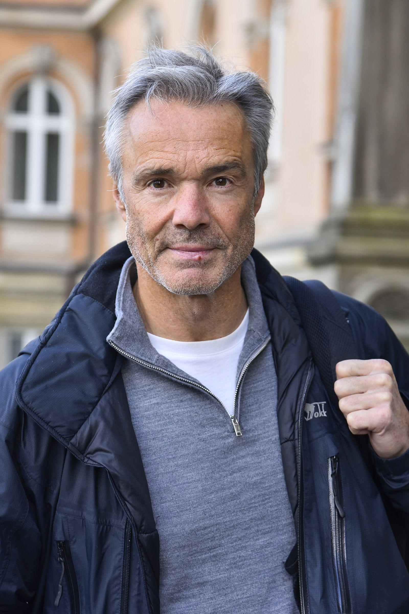 Hannes Jaenicke als Beobachter vor Gericht