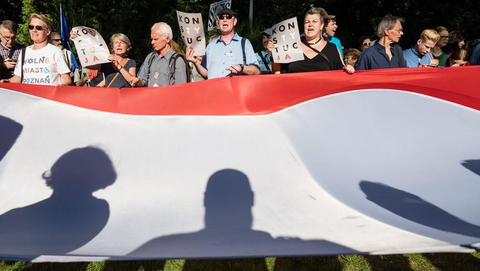 Kritik an Justizreform in Polen: Im Land gab es immer wieder Proteste gegen die Beschlüsse der nationalkonservativen Regierung