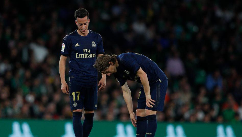 Reals Lucas Vazquez und Luka Modric (v.l.) während des La-Liga-Spiels gegen Betis