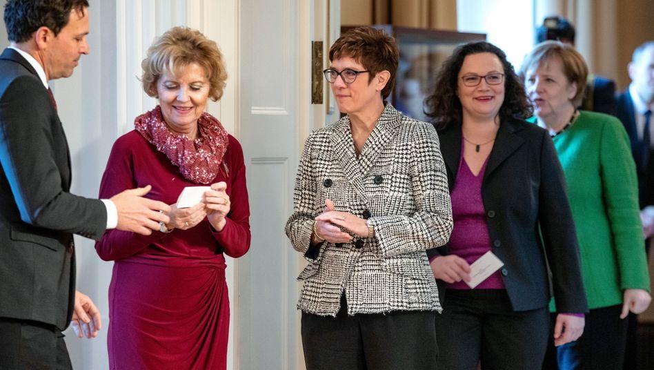 Annegret Kramp-Karrenbauer, Andrea Nahles, Angela Merkel