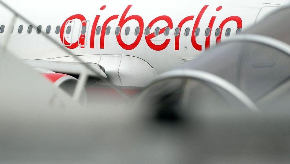 Ein Flugzeug der Fluggesellschaft Air Berlin (Archivbild)
