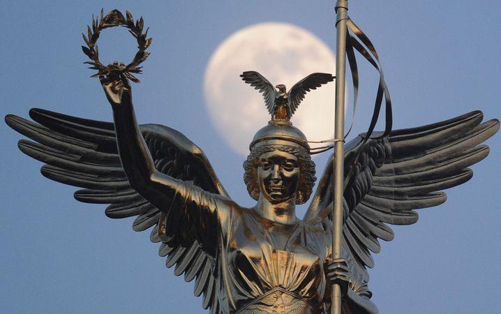 Statue der Viktoria auf der Siegessäule in Berlin: Schaut sie nach Osten oder Westen?