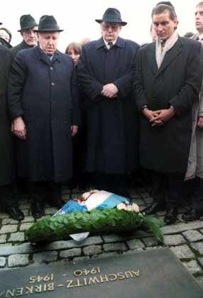 Bundespräsident Herzog (M.) im Januar 1995 in Auschwitz: Erstmals ein deutsches Staatsoberhaupt vor Ort