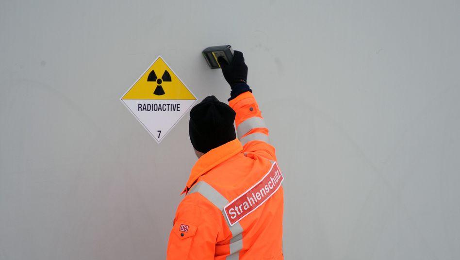 Messung an einem Strahlenschutzbehälter (Archivbild)