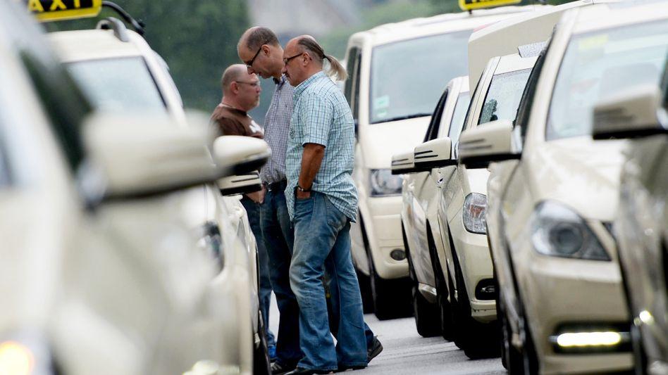 Taxifahrer in Hamburg: Auch hier greift der Mindestlohn