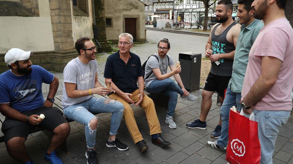 Einwohner von Goslar mit Flüchtlingen aus Syrien