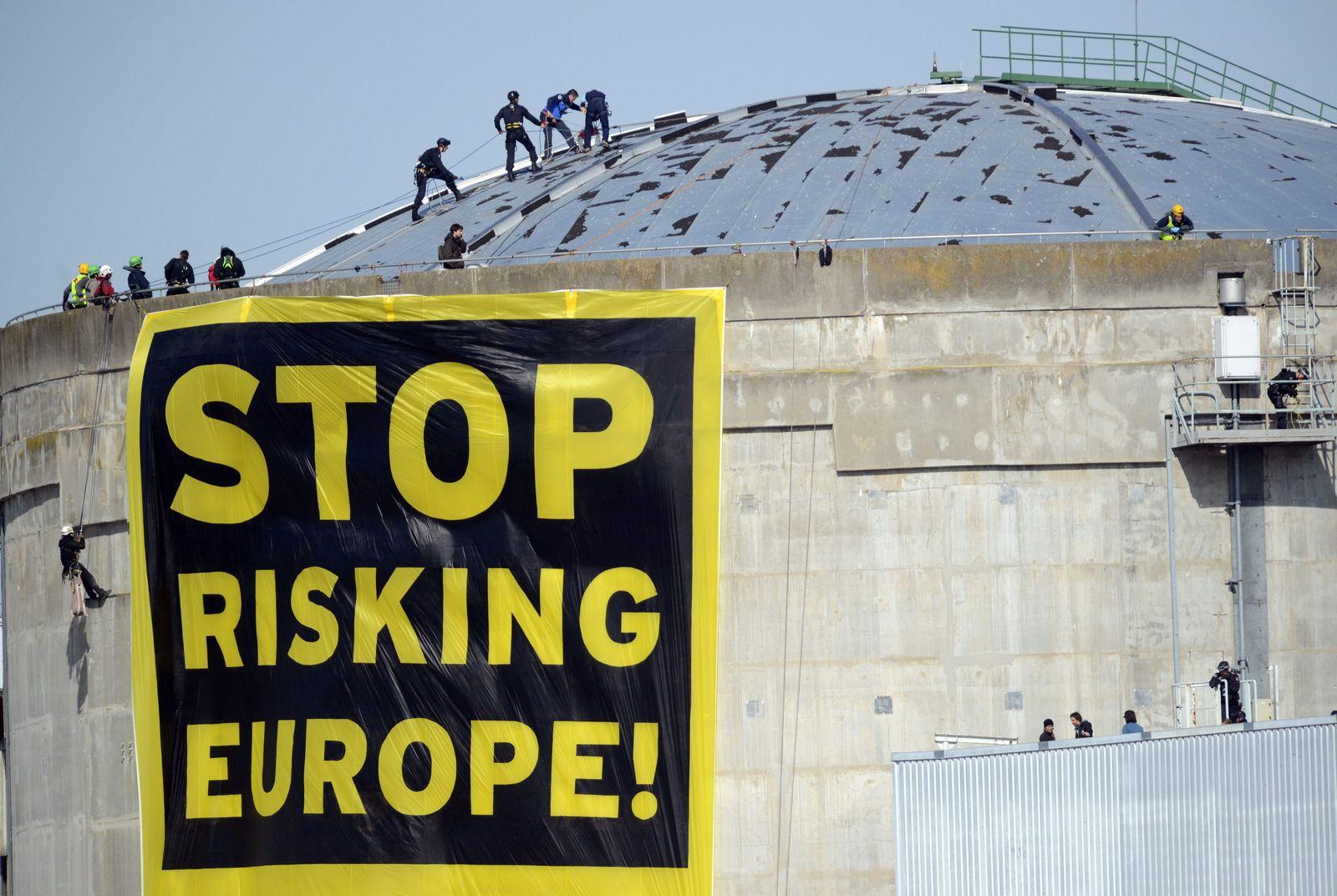 Greenpeace protest at nuclear plant Fessenheim
