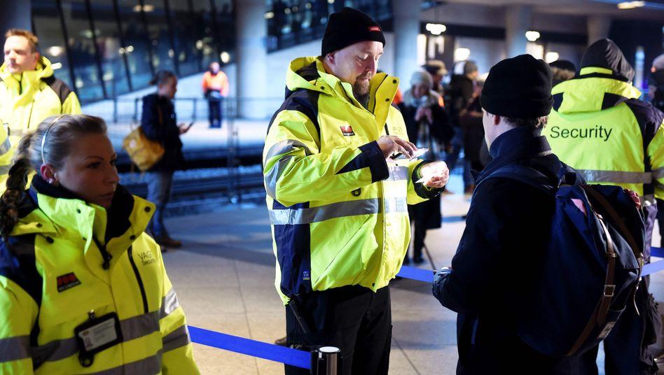 Vor dem Grenzübertritt nach Schweden: Passkontrolle in Kopenhagen