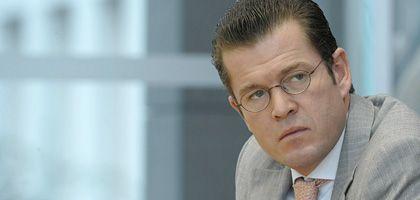 CSU-Generalsekretär Karl-Theodor zu Guttenberg: Wir halten Steuersenkungen für einen unabdingbaren Teil eines zweiten Konjunkturpakets