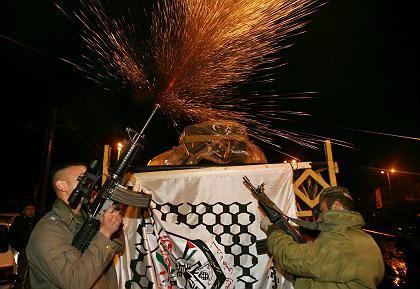 Verfrühte Freude: Mitglieder der Fatah-Bewegung feiern in Dschenin einen wahrscheinlich knappen Sieg