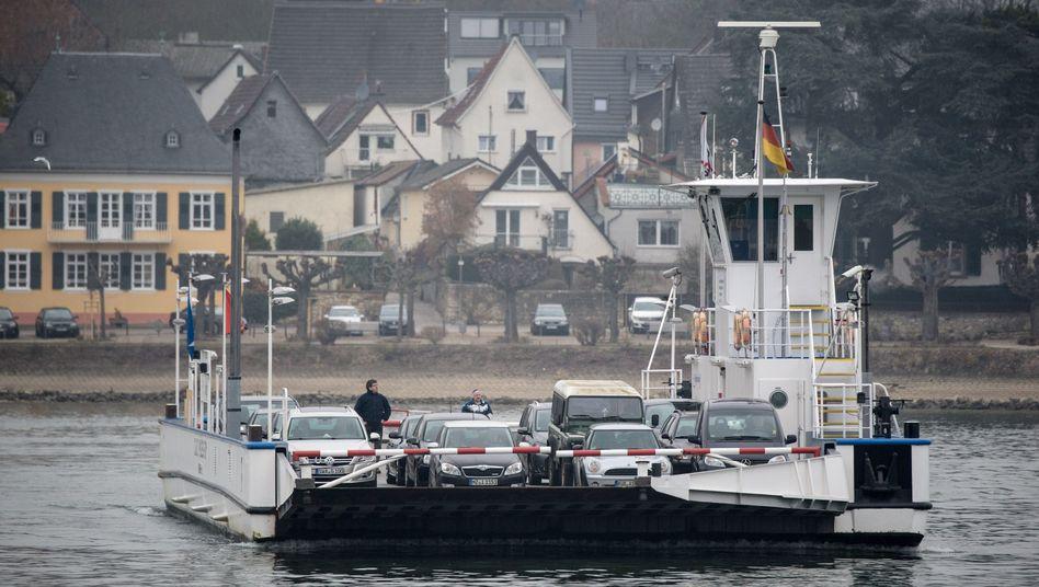 Autofähre am Rhein: Wie weit sind die Ufer voneinander entfernt?