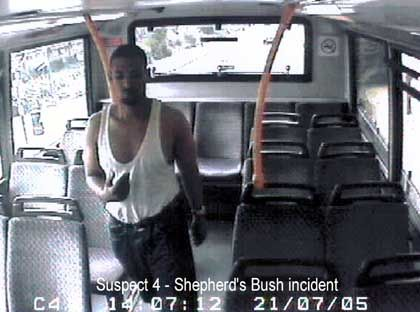 Identität unbekannt: Das Foto dieses verhinderten Selbstmordattentäters gab die Polizei jetzt zur Fahndung heraus