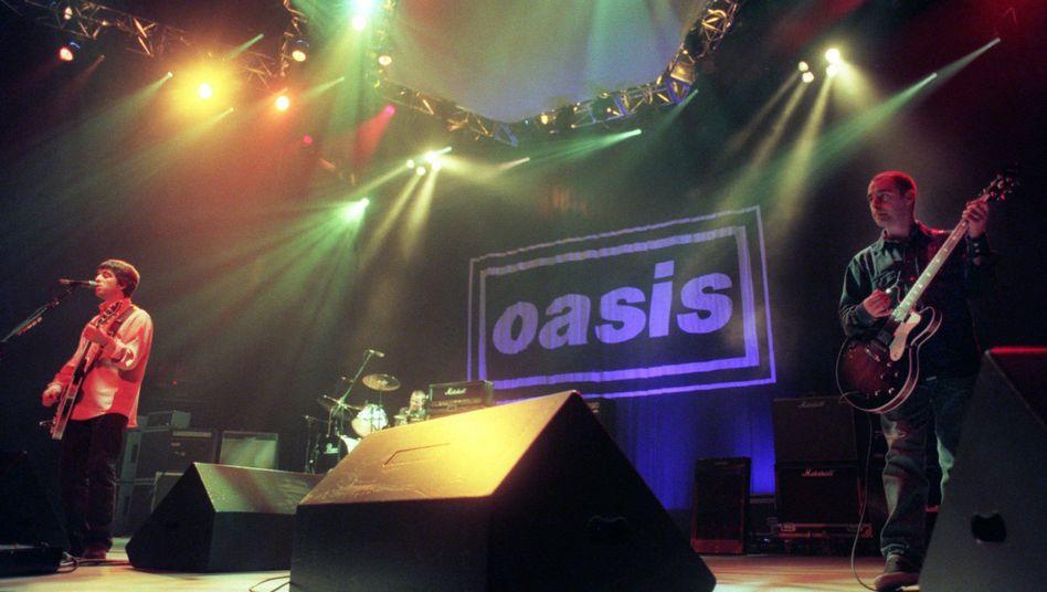 NME-Lieblinge Oasis bei einem Konzert im Jahr 1996