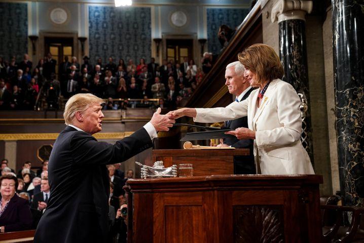 Trump begrüßt Pence und Pelosi
