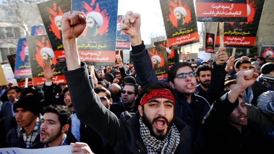 Protest gegen Saui-Arabien: Demonstranten vor der Botschaft in Teheran