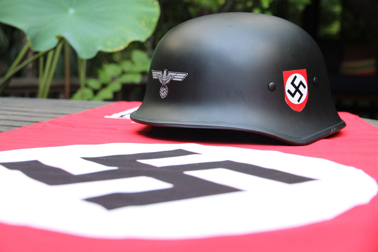EINMALIGE VERWENDUNG Thailand/ Bangkok/ Nazi-Kitsch/ Thielke