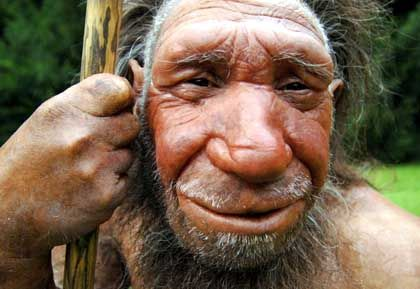 Nachbildung eines Neandertalers (Homo neanderthalensis): Vormensch hatte menschliches Sprachgen