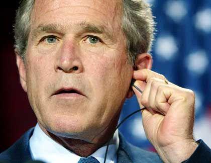 George W. Bush: Geheime Marschbefehle unterzeichnet?