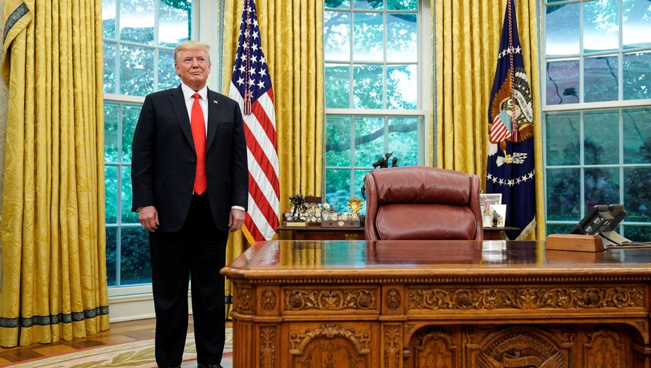 Donald Trump im Oval Office (Archivfoto)