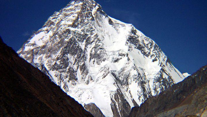 Winterpremiere: Zehn Nepalesen auf dem K2-Gipfel
