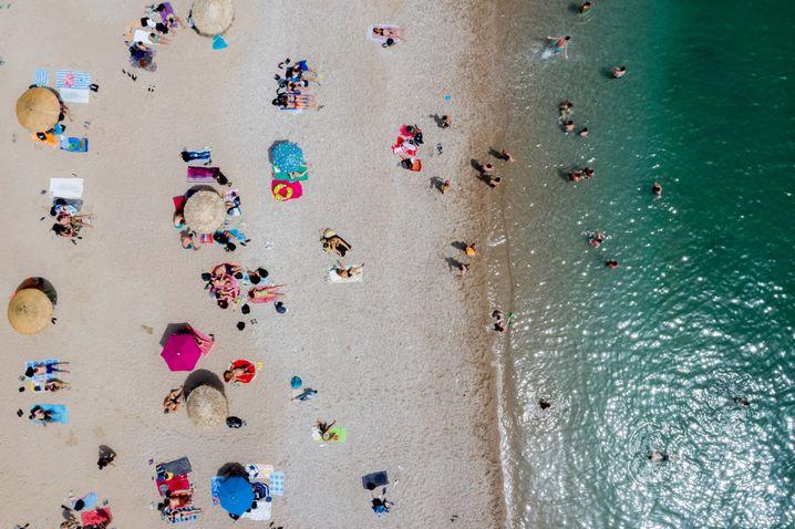 Griechischer Strand: 7,5 Trillionen Sandkörner soll es allein an den Stränden der Welt geben
