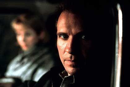 Selbstdarsteller und Schlächter: Ralph Fiennes als Schizo-Killer (mit Emily Watson)