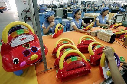 Produktion von Plastikspielzeug in China (Archivfoto): Kunststoff-Zusatz macht Medizinern Sorgen