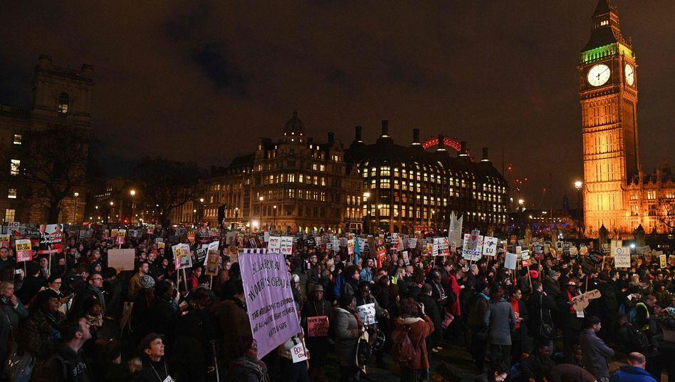 Protest vor dem Parlament