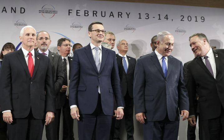 Polens Mateusz Morawiecki (l.) und Benjamin Netanyahu bei einer Nahostkonferenz in Warschau
