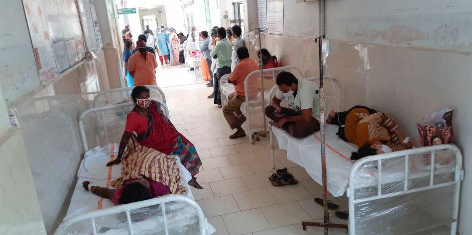 Krankenhaus in der indischen Stadt Eluru: Mehr als 450 Patienten an mysteriöser Krankheit erkrankt