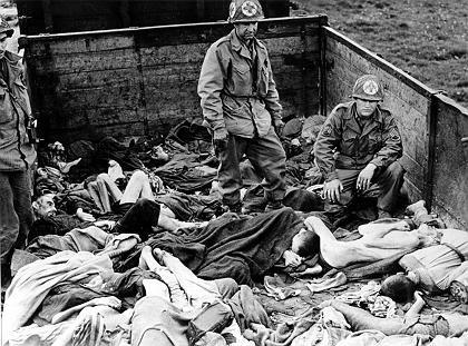 """Befreiung des Konzentrationslagers Dachau 1945: """"Ist Ihnen bekannt, dass Priester vergast werden?"""""""