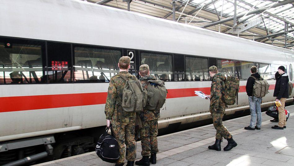 Soldaten am Erfurter Bahnhof (Archiv): Jährlich etwa vier Millionen Euro