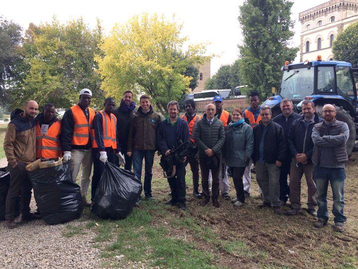 Asylbewerber bei Reinigungsaktion in Florenz