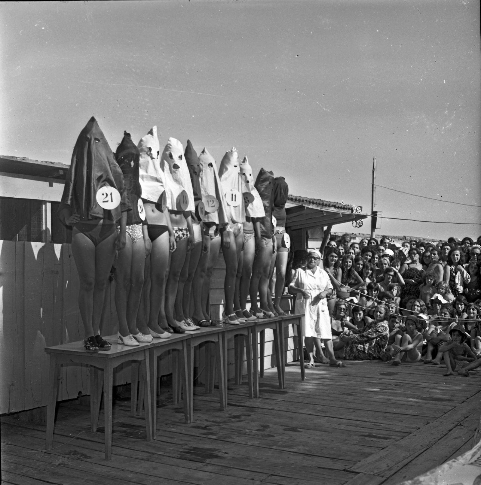 KKK Models - Bein-Schönheitswettbewerb am Moda Beach