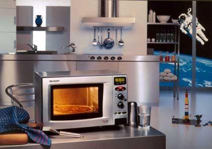 Alltagswerkzeug Mikrowelle: Nach ein paar Minuten verschmolz die Mixtur zu purem Stahl