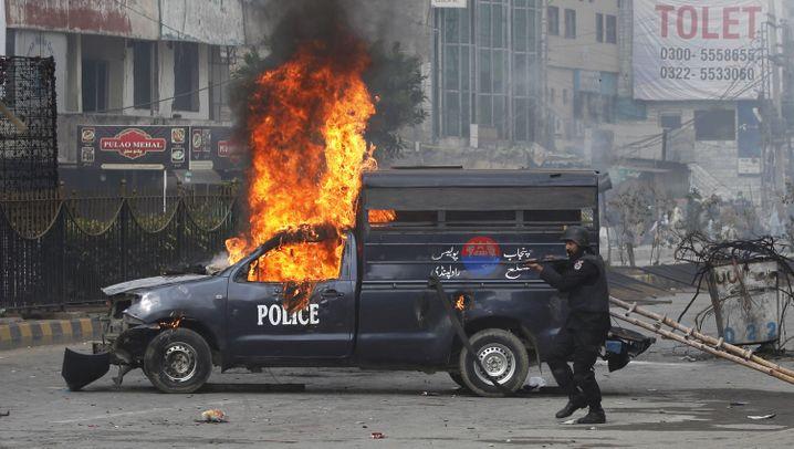 Pakistan: Ausschreitungen wegen einer Umformulierung