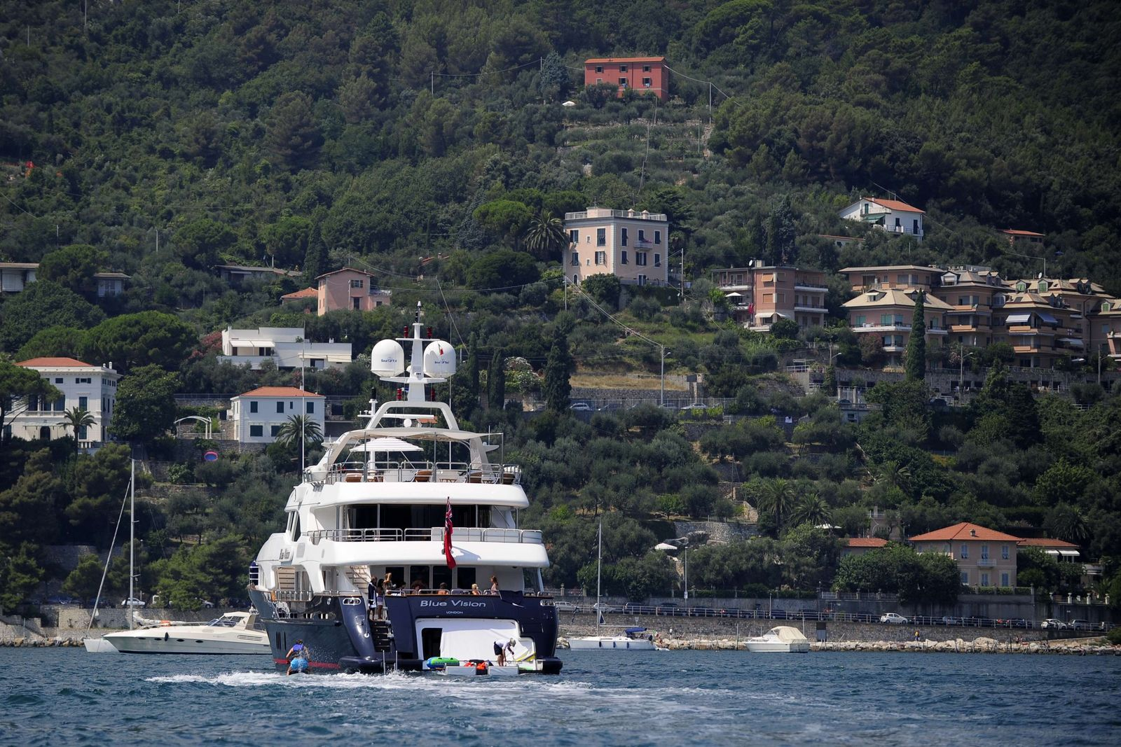 ITALY-SUMMER-TOURISM-YACHT-LUXURY