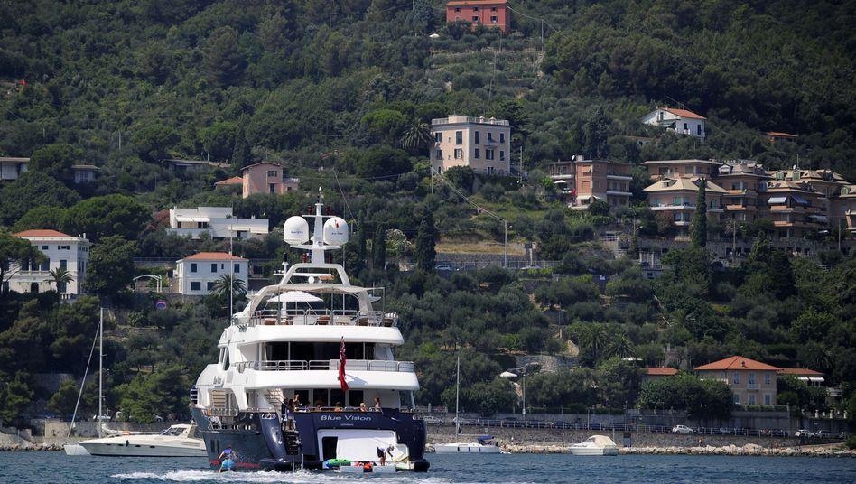 Luxusyacht vor der italienischen Küste: Reichtum ist keine Garantie für Glück