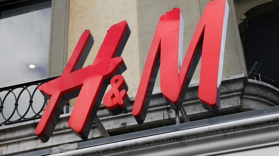 Logo von H&M: Modekonzern unter Druck