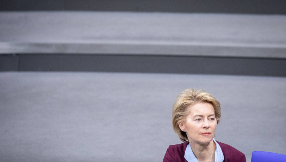Ursula von der Leyen: Keine relevanten SMS auf dem Telefon?