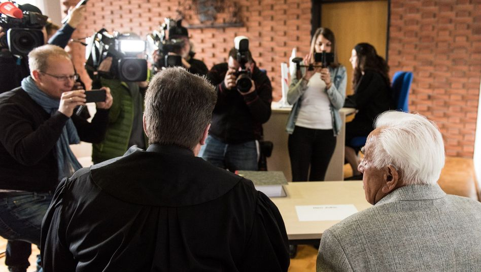 Angeklagter Rentner (rechts), Verteidiger