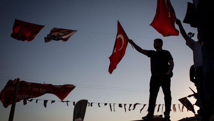 Türkei nach Putschversuch: Patriotismus und Misstrauen