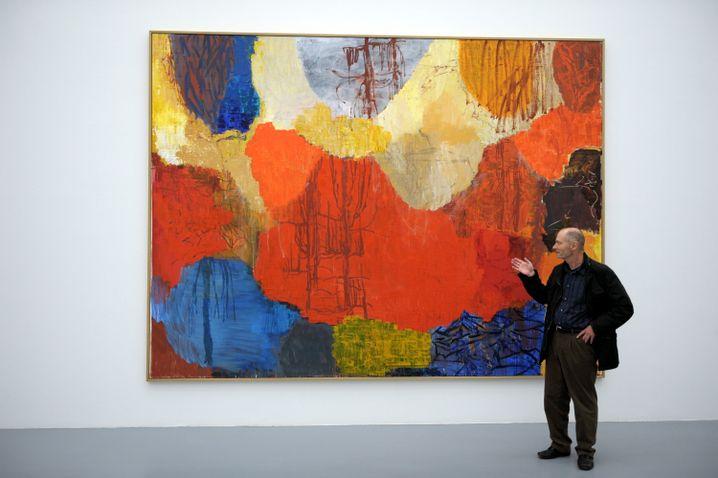 """Per Kirkeby (2009) in Düsseldorf vor seinem Bild """"Flucht nach Ägypten"""""""