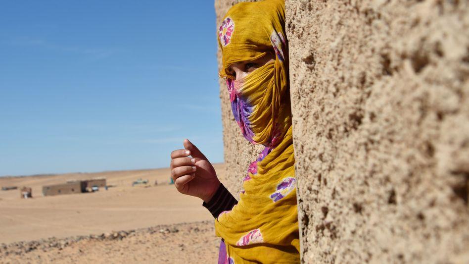 Flüchtling in der algerischen Wüste
