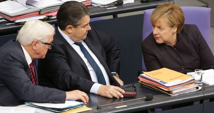 German Foreign Minister Frank-Walter Steinmeier (left) and Economics Minister Sigmar Gabriel together with Chancellor Merkel.