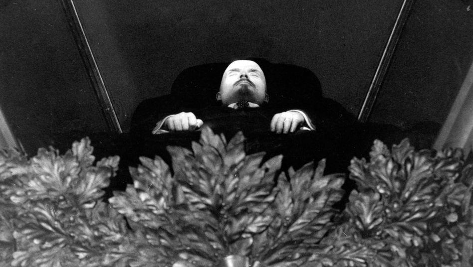 Leichnam des Staatsgründers Lenin im Mausoleum: Finger weg von der Geschichte