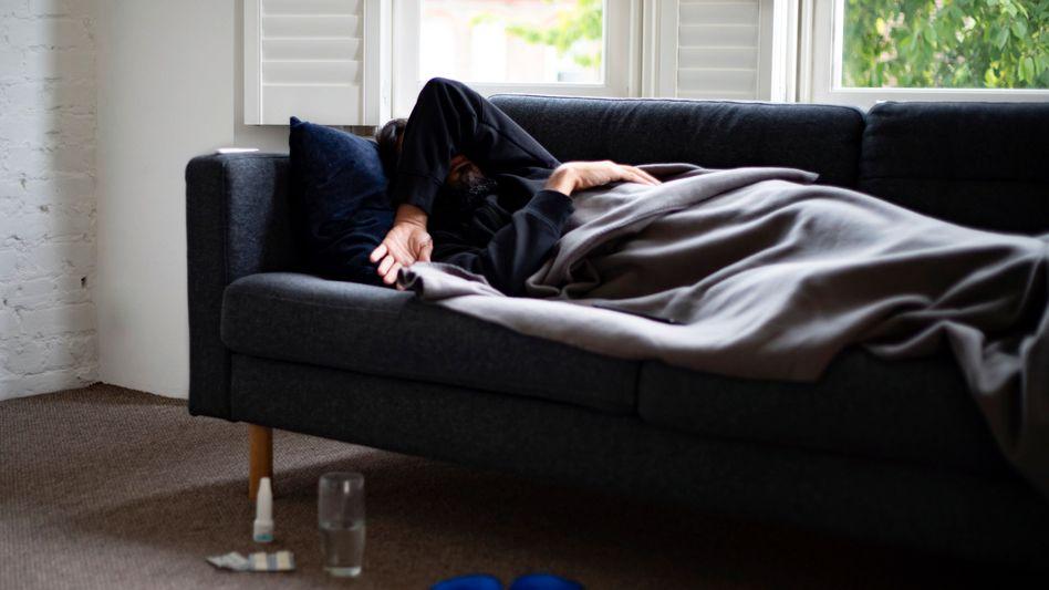 Erschöpfung ist eines der häufigsten Symptome bei Long Covid (Symbolbild)